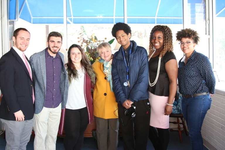 Suzii Paynter with Chowan students